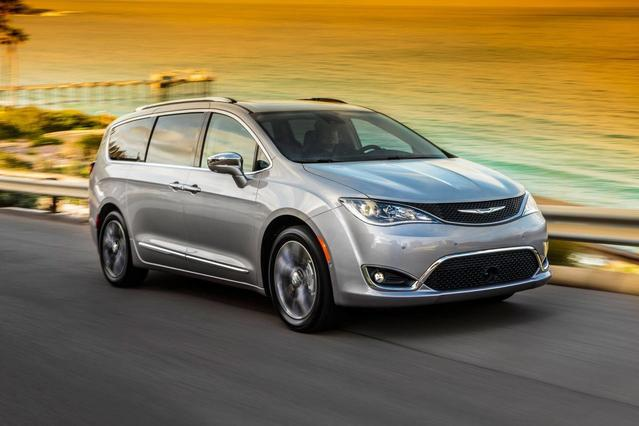 2018 Chrysler Pacifica TOURING L PLUS Mini-van, Passenger Slide 0