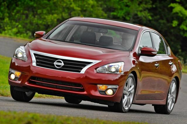2014 Nissan Altima 2.5 2.5 4dr Sedan Slide 0