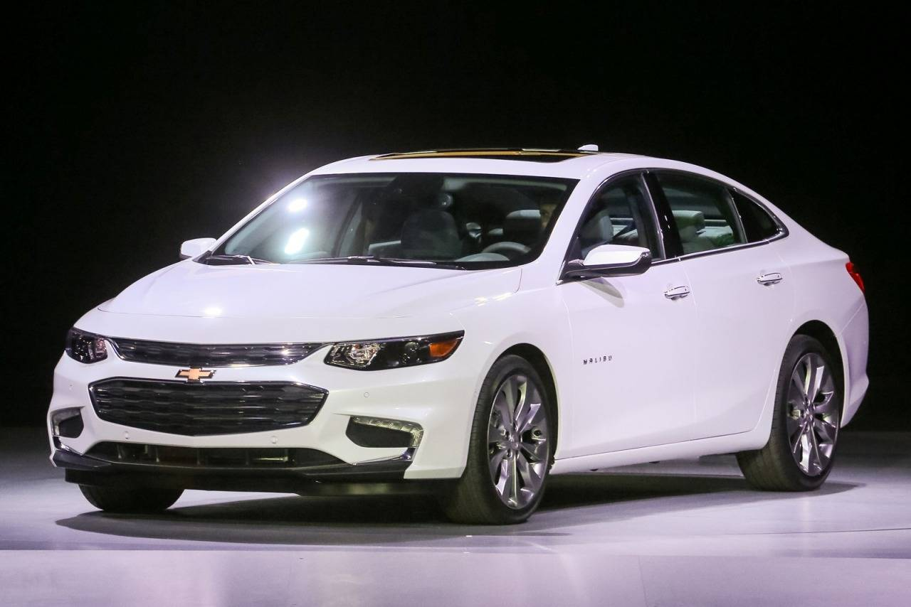 2017 Chevrolet Malibu LT 4dr Car Slide 0