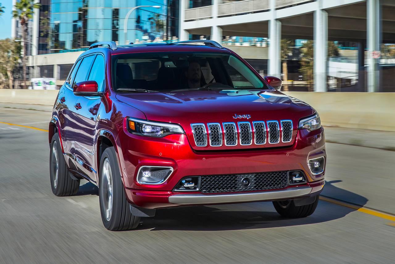 2019 Jeep Cherokee LATITUDE PLUS Slide 0