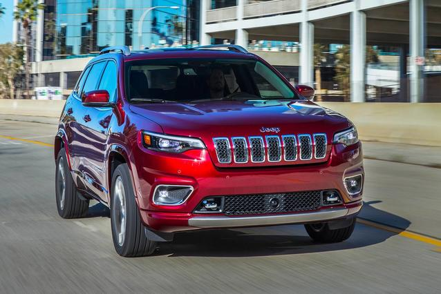 2019 Jeep Cherokee LATITUDE PLUS SUV Slide 0