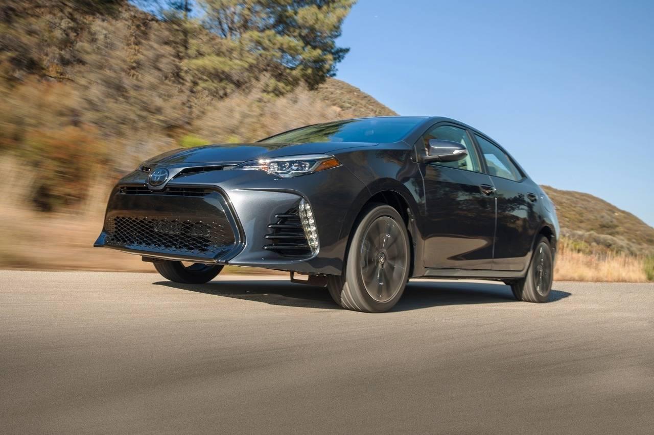 2017 Toyota Corolla LE 4dr Car Slide 0