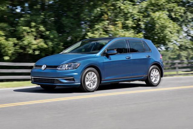 2018 Volkswagen Golf SE Hatchback Slide 0