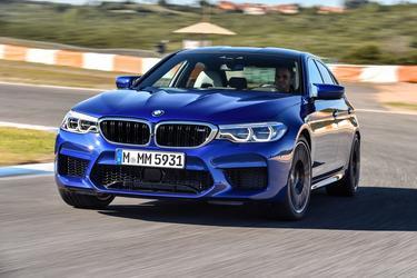 2018 BMW M5 SEDAN Sedan Slide