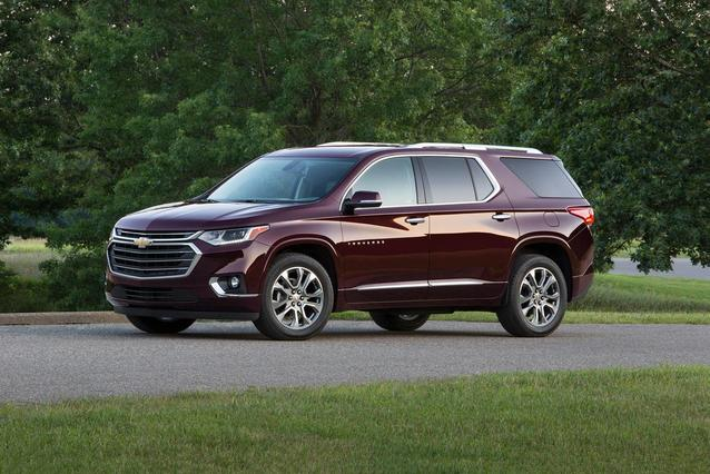 2019 Chevrolet Traverse LT CLOTH SUV Slide 0