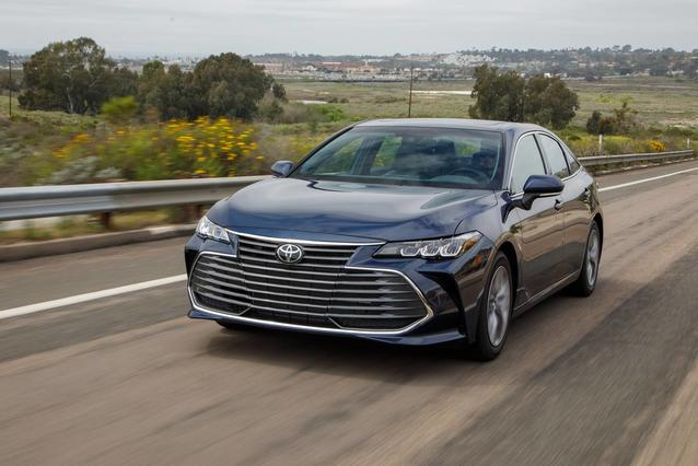 2019 Toyota Avalon XLE 4dr Car Slide 0