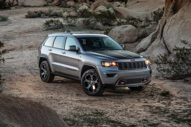 2018 Jeep Grand Cherokee LAREDO SUV Slide 0
