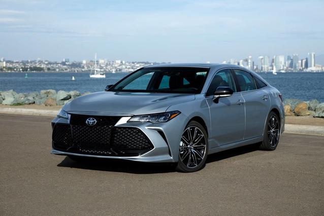 2019 Toyota Avalon LIMITED LIMITED 4dr Car Slide 0