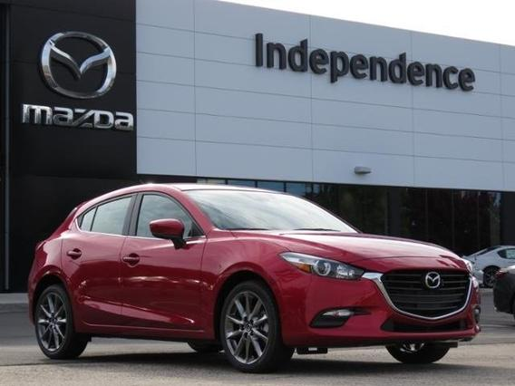 2018 Mazda Mazda3 5-Door TOURING Slide 0