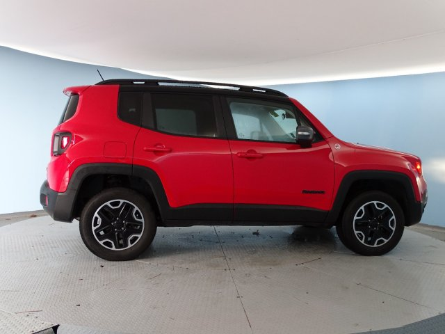 2016 Jeep Renegade TRAILHAWK Sport Utility Slide