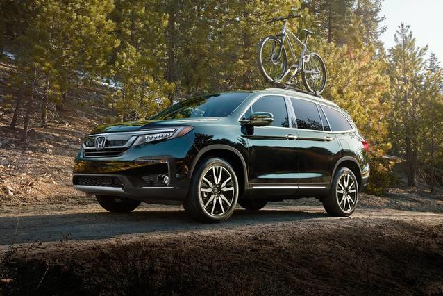 2019 Honda Pilot TOURING 7-PASSENGER SUV Slide 0