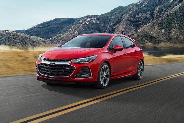 2019 Chevrolet Cruze LT 4dr Car Slide 0