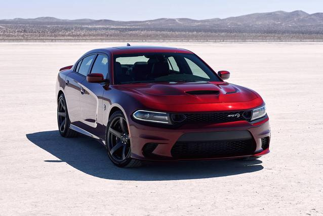 2019 Dodge Charger SXT Sedan Slide 0