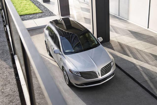 2019 Lincoln MKT RESERVE SUV Slide 0