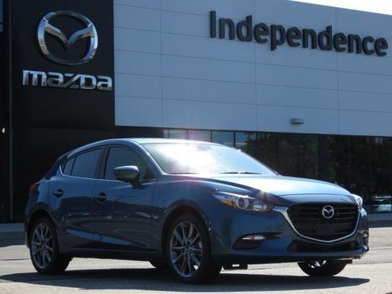 2018 Mazda Mazda3 5-Door TOURING Slide 0