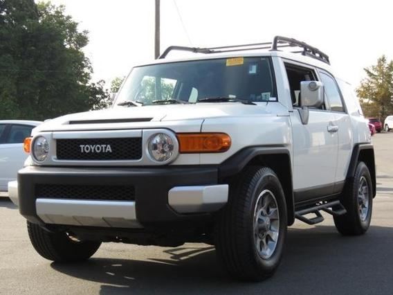 2013 Toyota FJ Cruiser BASE Slide 0