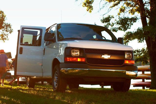 2018 Chevrolet Express 3500 LT Passenger Van Slide 0