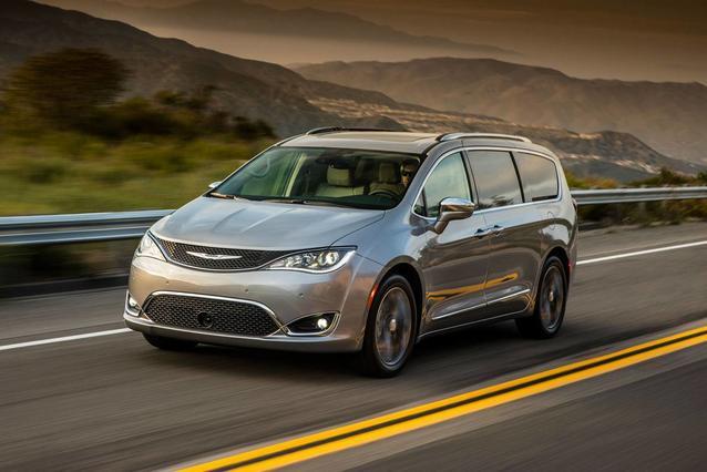 2018 Chrysler Pacifica TOURING Mini-van, Passenger Slide 0