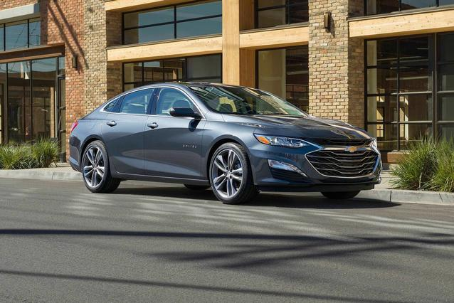 2019 Chevrolet Malibu LT 4dr Car Slide 0