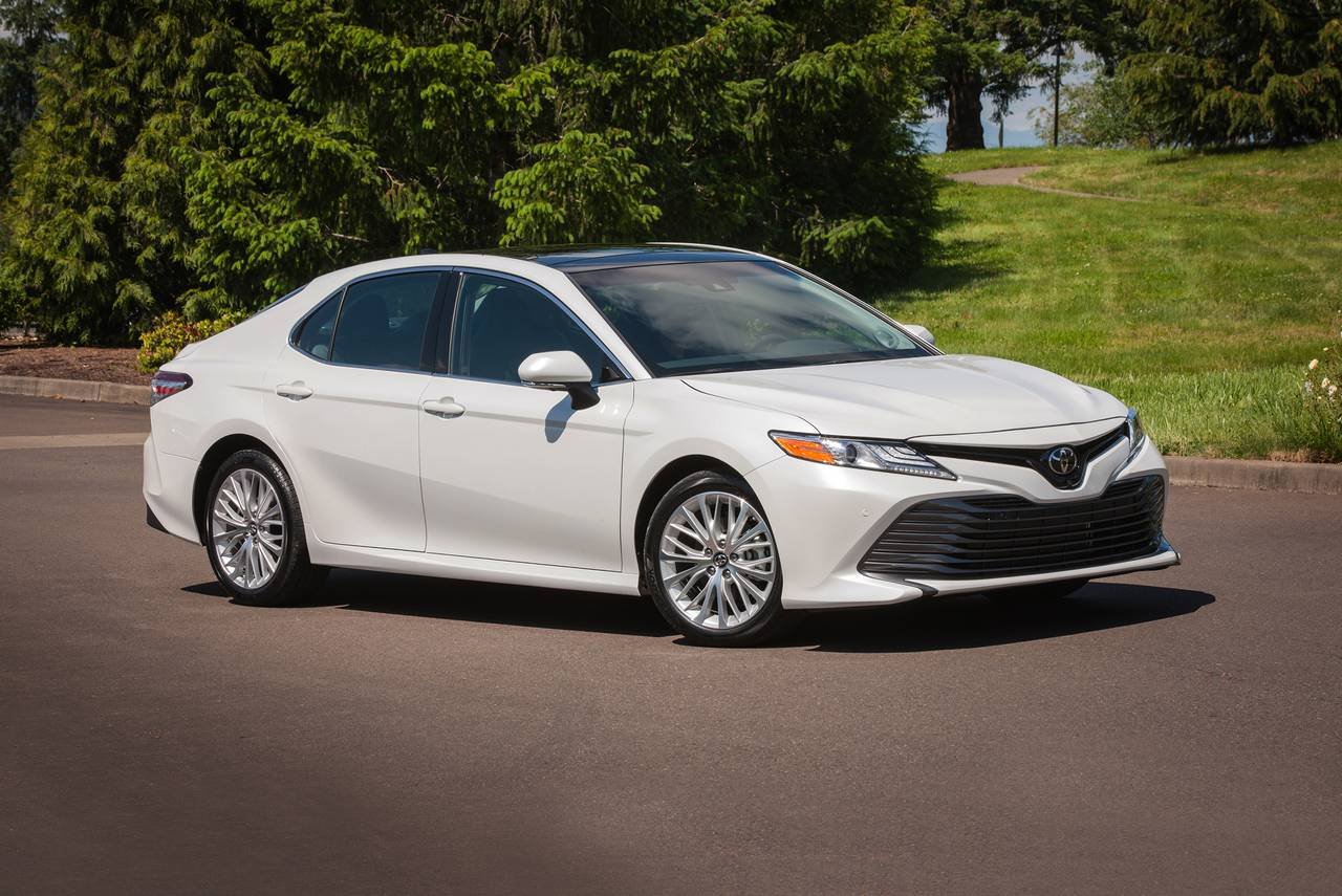 2019 Toyota Camry XSE 4dr Car Slide 0