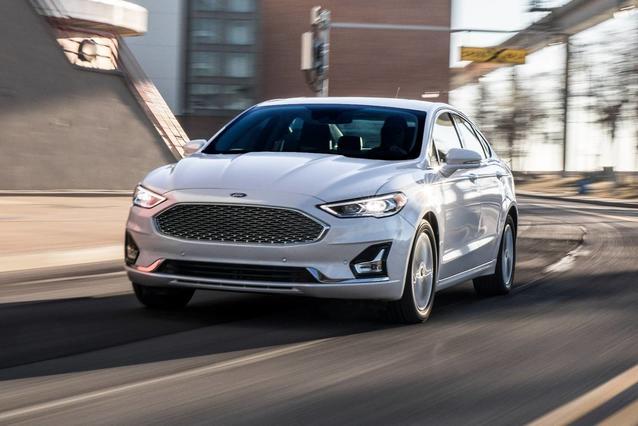 2019 Ford Fusion Hybrid TITANIUM 4dr Car Slide 0