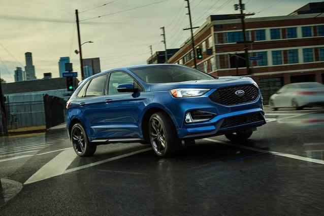 2019 Ford Edge ST Sport Utility Slide 0