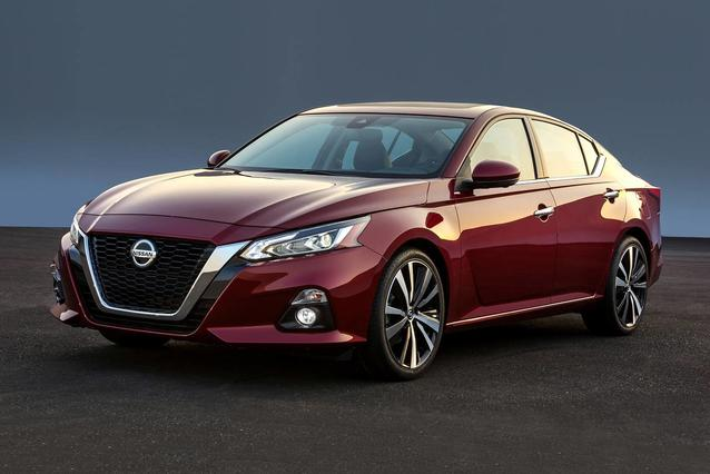 2019 Nissan Altima 2.5 SV 4dr Car Slide 0