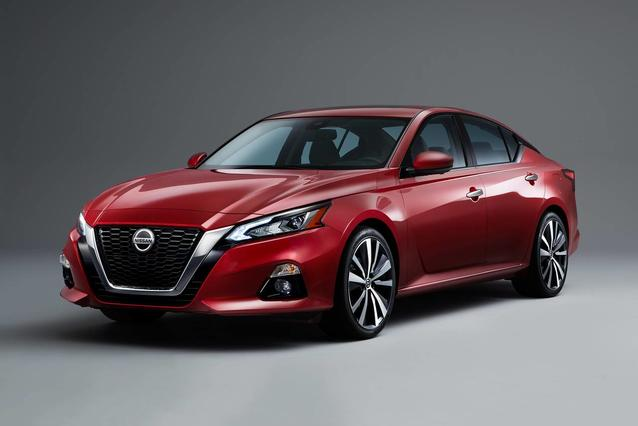 2019 Nissan Altima 2.5 PLATINUM 4dr Car Slide 0