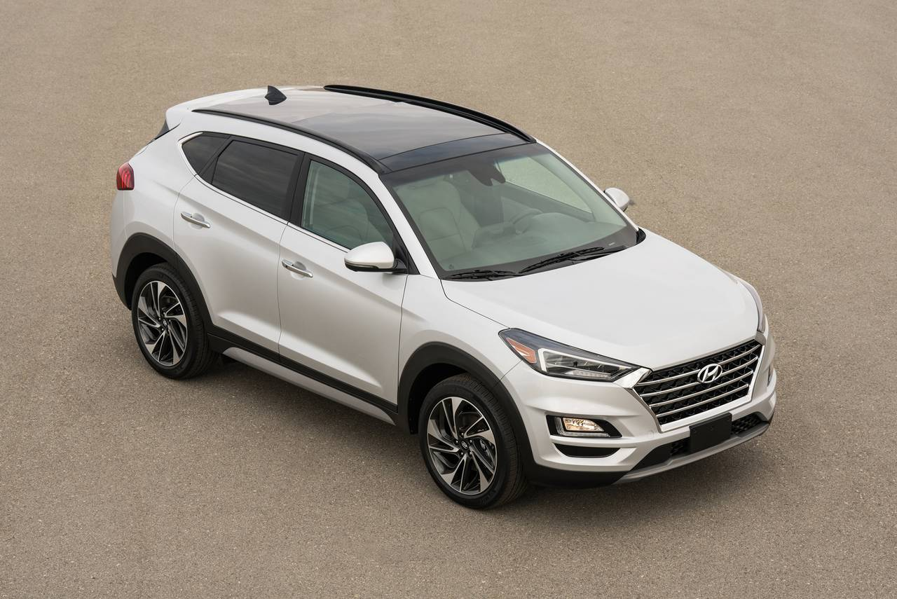 2019 Hyundai Tucson SE Sport Utility Slide 0