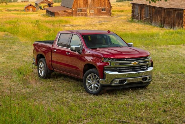 2019 Chevrolet Silverado 1500 CUSTOM TRAIL BOSS Crew Cab Pickup Slide 0