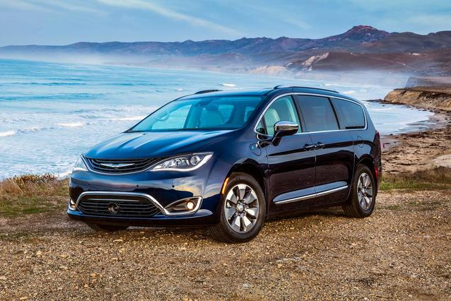 2019 Chrysler Pacifica HYBRID TOURING PLUS Mini-van, Passenger Slide 0