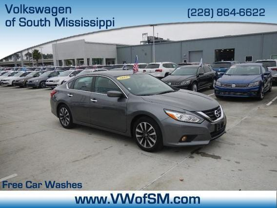 2017 Nissan Altima 2.5 SV 4dr Car Slide 0