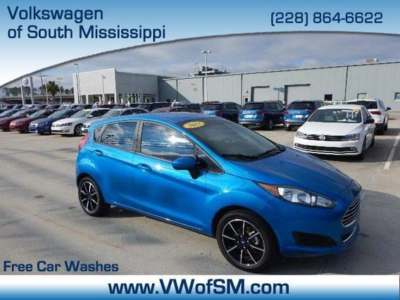 2017 Ford Fiesta SE Hatchback Slide 0