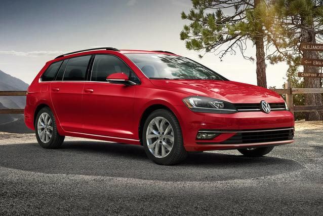 2019 Volkswagen Golf Sportwagen S Station Wagon Slide 0