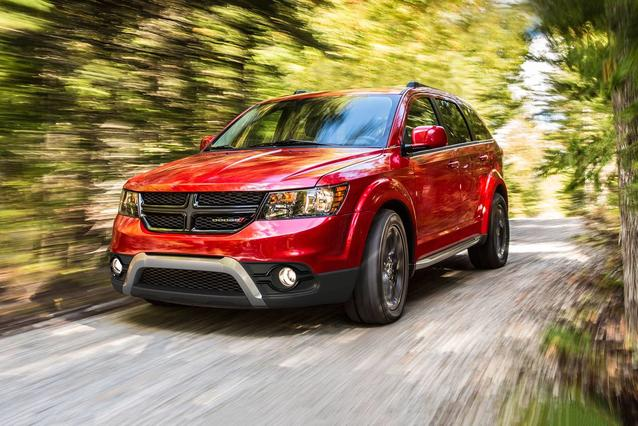 2019 Dodge Journey SE Sport Utility Slide 0