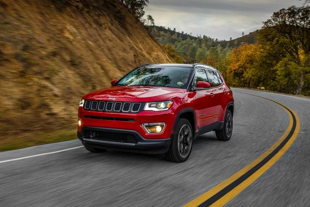 2019 Jeep Compass LATITUDE SUV Slide 0