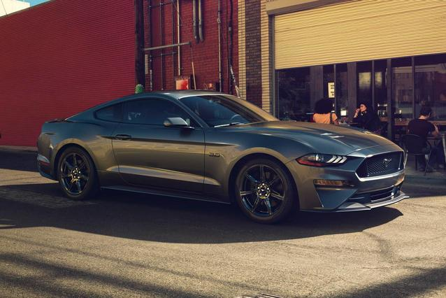 2018 Ford Mustang  2D Coupe Slide 0