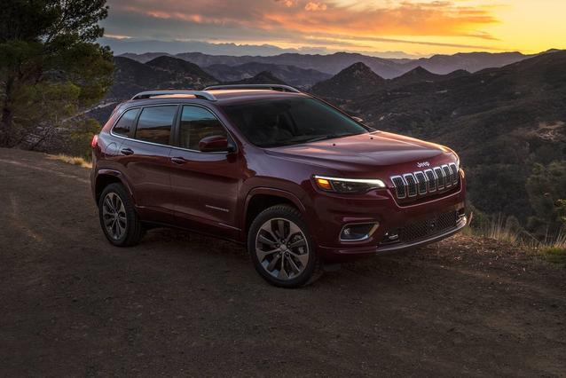 2019 Jeep Cherokee ALTITUDE SUV Slide 0