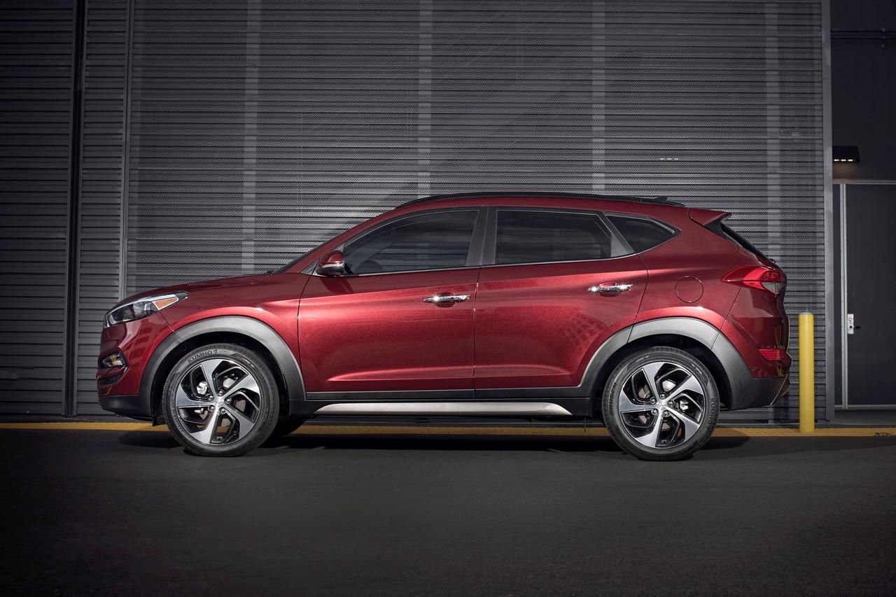 2017 Hyundai Tucson SE Sport Utility Slide 0