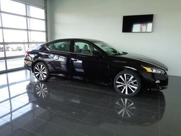 Super Black 2019 Nissan Altima 2.5 PLATINUM 4dr Car  NC