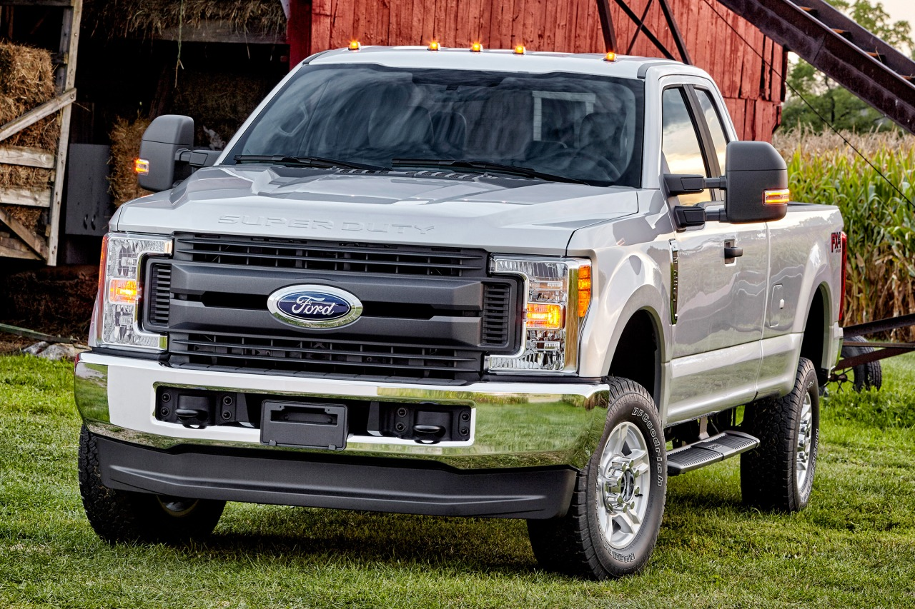 2018 Ford F-250SD LARIAT Crew Cab Pickup Slide 0