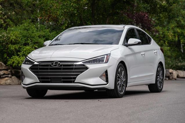 2020 Hyundai Elantra SE 4dr Car Slide 0