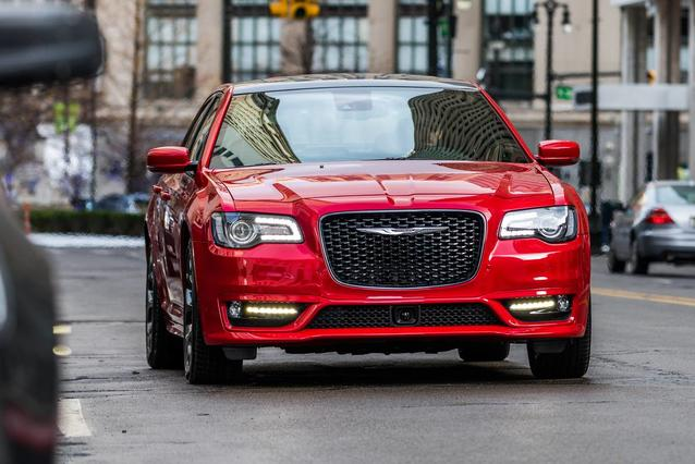 2018 Chrysler 300 TOURING 4dr Car Slide 0