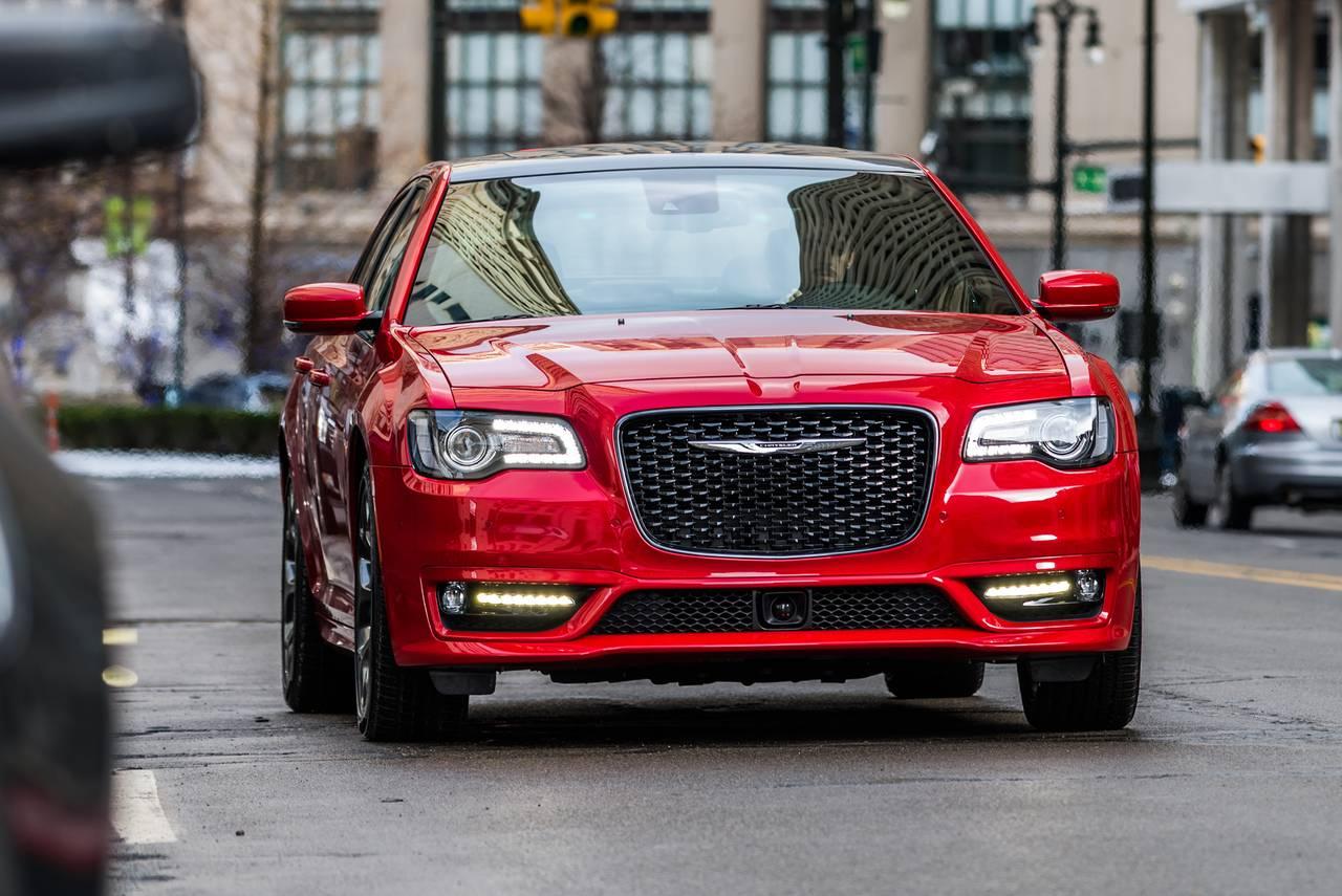 2018 Chrysler 300 TOURING 4dr Car Slide 0
