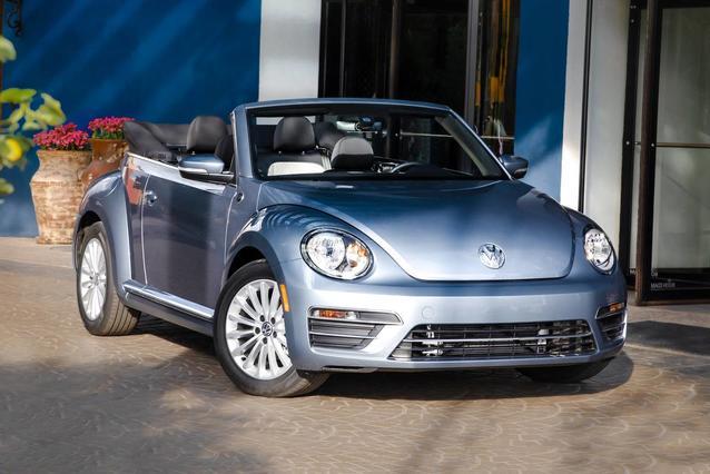 2019 Volkswagen Beetle Convertible SE/FINAL EDITION SE/FINAL EDITION SEL Convertible Slide 0