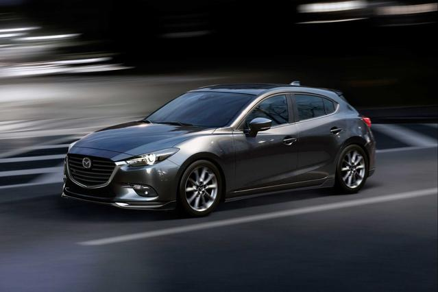 2018 Mazda Mazda3 GRAND TOURING Hatchback Slide 0