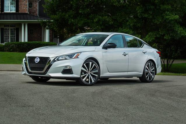 2020 Nissan Altima 2.5 PLATINUM 4dr Car Slide 0