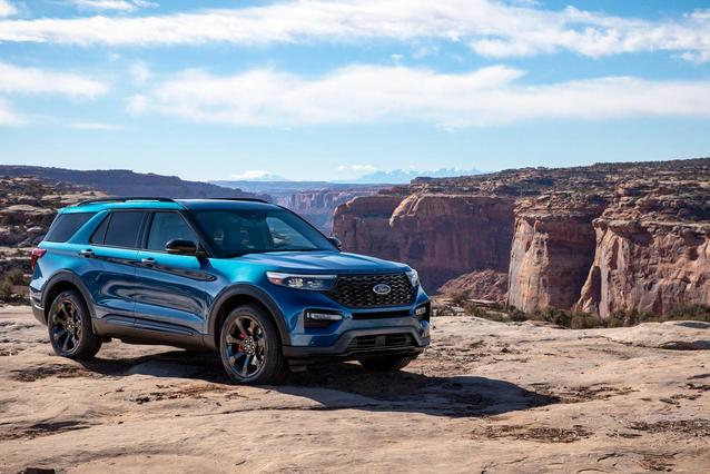 2020 Ford Explorer PLATINUM SUV Slide 0