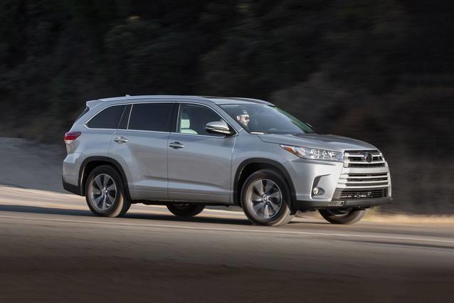 2018 Toyota Highlander LE SUV Slide 0