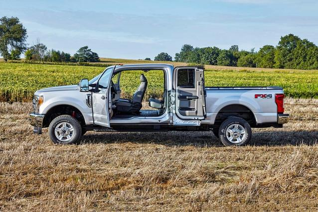 2019 Ford F-250SD LARIAT Crew Pickup Slide 0